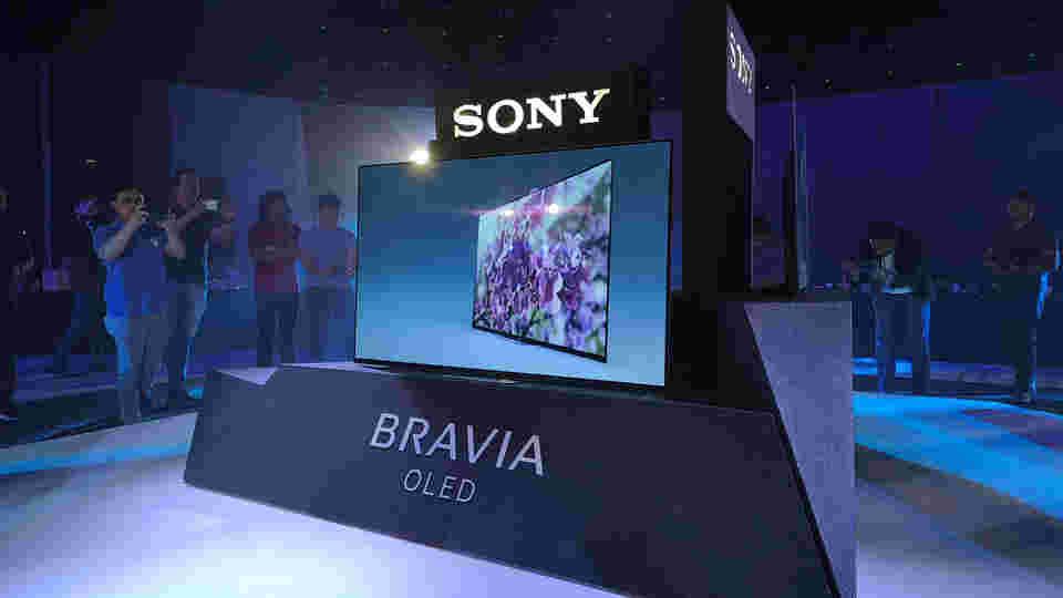 索尼推出新的Android电视缠绕在LG OLED显示屏周围